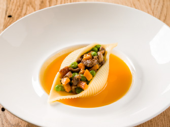 Cuoppoloni di Gragnano filled with Wagyu meat, caramelised butternut squash and peas